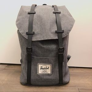 Herschel Little America Mid Volume in Grey